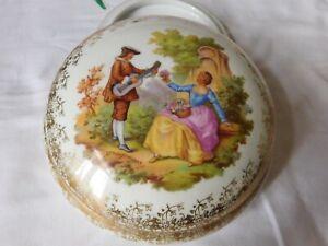 Bonbonnière porcelaine de Limoges FONTANILLE et MARAUD  scène galante Fragonard