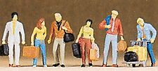 Preiser 10115 HO Scale Travellers Walking with Luggage and Luggage Trolley