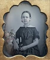 1/6 PLATE DAGUERREOTYPE - PRETTY YOUNG LADY & TINTED FLORAL BOUQUET IN FULL CASE