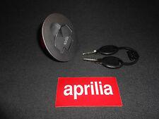 A estrenar genuino Aprilia RS 125 96-98/RS 50 96-05 Tapa de tanque de combustible AP8102228 (CH)