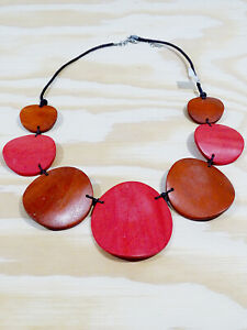 NECKLACE  WOOD CURVED ROUND CIRCLES