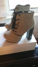 Forever 21 Cream & Black Woven Ankle Boots US Size 8, Eu 38, UK Size 6