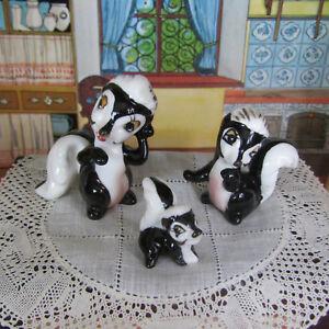 Miniature SKUNK FAMILY Porcelain Animal Figurine Bambi Flower Vtg 50s Renaker?
