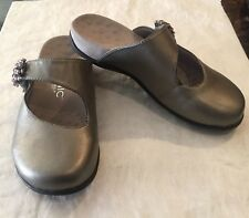Womens VIONIC JOAN Metallic Pewter Mary Janes Mules Shoes SIZE 6 Adjustable
