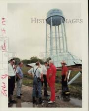 1990 Press Photo Officials Examine Site of Water Tank Explosion, Texas