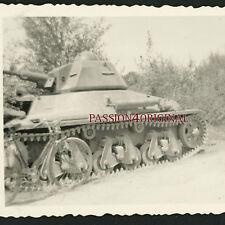 PHOTO WW2 1940 PANZER TANK CHAR HOTCHKISS RENAULT VELO BIKE BICYCLE BLINDÉ GUN