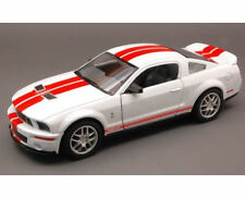 Yat Ming YM24208WH Shelby GT 500 2007 blanco con tiras rojo 1:24 modelismo
