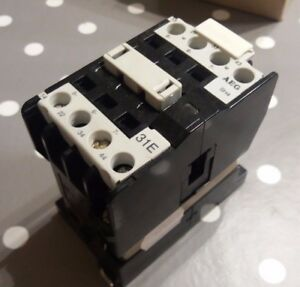 AEG SH4-31E E.Nr:910-302-552-56  Contactor 115VAC 50/60Hz Coil