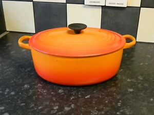 le creuset cast iron  casserole dish and lid in orange  size D
