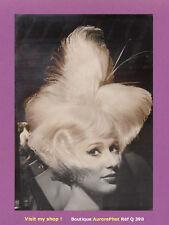 PHOTO DE PRESSE 1960 : MODE, COIFFURE HAUTE-FANTAISIE DU FESTIVAL MONDIAL -Q390