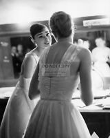AUDREY HEPBURN GRACE KELLY BACKSTAGE @ 1956 OSCARS  8X10 PUBLICITY PHOTO (CC201)