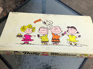 Vintage SNOOPY Peanuts Sally Lucy Linus  Dolly Madison store Shelf display