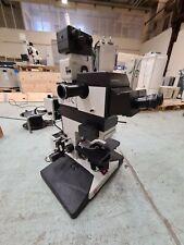 Microscope Leitz Aristoplan avec source lumineuse Leica