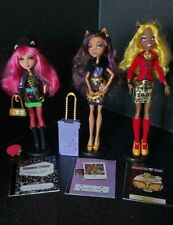 Clawdeen Wolf, Clawdia Wolf and Howleen Wolf.Monster High Doll Bundle