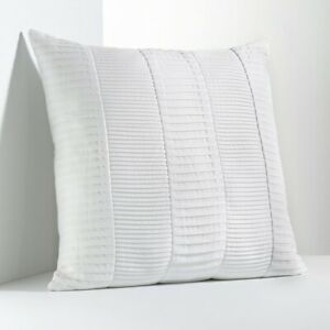 """Simply VERA WANG Pillow Size: 18 x 18"""" New SHIP FREE Pleated TRANQUILITY White"""