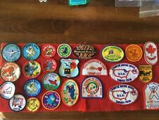 25 VINTAGE GIRL SCOUT PATCHES.  -  SEE PHOTOS