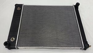 (23961) Radiator For Freightliner M2 MM 106 BUS, Sterling Acterra Q, FS65 Chassi