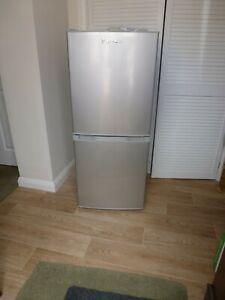 LEC T5039 139L Fridge Freezer - Silver Very Good Condition