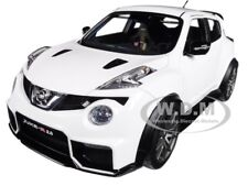 NISSAN JUKE R 2.0 WHITE 1/18 MODEL CAR BY AUTOART 77456