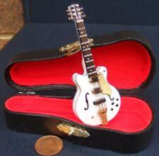 Escala 1:12th Blanco Guitarra Gibson con un estuche negro instrumento de Casa de Muñecas 560