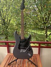 E-Gitarre VISION, neuwertig, grau matt mit neuen Ernie Ball Saiten + Bull Gurt