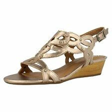 NEW LADIES CLARKS ARTISAN PLAYFUL TUNES GOLD LEATHER SANDALS SIZE 7.5 D