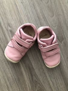 clarks baby girl shoes size 4F, Pink