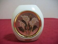 THE ART OF CHOKIN 24K GOLD AND WHITE VASE WITH FLORAL DESIGN!! CA1