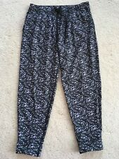 WOMENS LULULEMON JET CROPS SIZE 8 IN BLACK WHITE GREY CIRCLES NEW WITHOUT TAGS