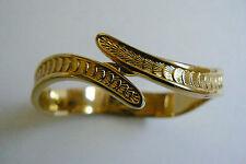 VTG signed Monet Gold Tone Metal  hinged bangle Bracelet
