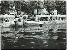 *** RARE PHOTO ORIGINALE : CAMION TOMBE DANS LA SEINE - POMPIERS DE PARIS - 1967