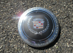 One factory 1993 to 1995 Cadillac Deville chrome wheel center cap hubcap