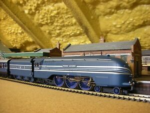"""HORNBY RAILWAYS MODEL No.R.2788 """"CORONATION TRAIN PACK """"  with DCC Sound"""