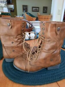 Womens boots size 7 Tan Fur Lined EUC