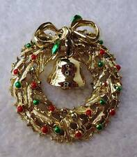 VINTAGE BROOCH PIN CHRISTMAS WREATH WITH BELL GOLD TONE ENAMEL #22M