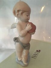 NAO by LLADRO' A little heart of love angelo statuina con cuore