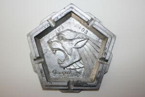 cendrier publicitaire  de la marque PEUGEOT  203-403 (1950-1960)