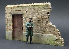 DioDump DD004 Broken wall section `Anzio' 1:35 scale diorama accessory