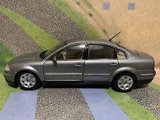 VOLKSWAGEN PASSAT SEDAN VW (2001) Escala 1:18 WELLY
