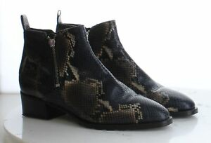 06-41 $550 Women's Size 10.5M Aquatalia Fantina Bootie in Navy/Brown
