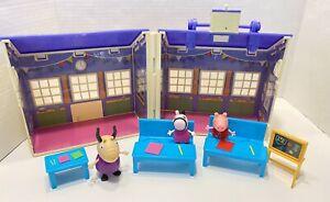 Peppa Pig's Deluxe School House Desks Figures 2003