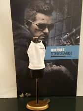 Hot Toys MMS209 Ironman 3 Tony Stark Mechanic 1:6 action figure's t-shirt