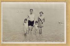 Carte Photo vintage card RPPC famille homme femme enfants mode plage bain 250