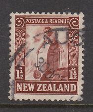 La Nouvelle Zélande 1935-36 1 1/2 d p. 14x13 1/2 SG 558 fine utilisée.
