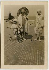 PHOTO ANCIENNE - ENFANT VÉLO MODE OMBRELLE -CHILD BIKE FASHION -Vintage Snapshot
