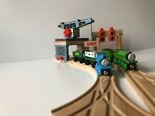 Thomas Friends Wooden Railway gantry crane and traffic lights, good condition