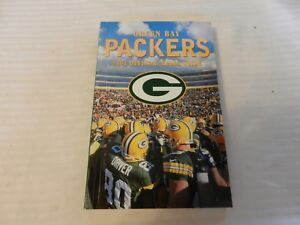 2001 Green Bay Packers Official Media Guide Book Team Huddle on cover
