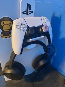 Ps5 headset and Dualsense controller combo   *on console stand mount holder *