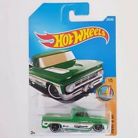 Hot Wheels /& Display Case 1962 Chevy Surf Up Pick Up Truck Green And White