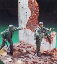 "Coree 1/35 ""Come on Charlie!"" USMC Marines Vietnam (2 Figs. w/Base&Ruin) CE-0025"